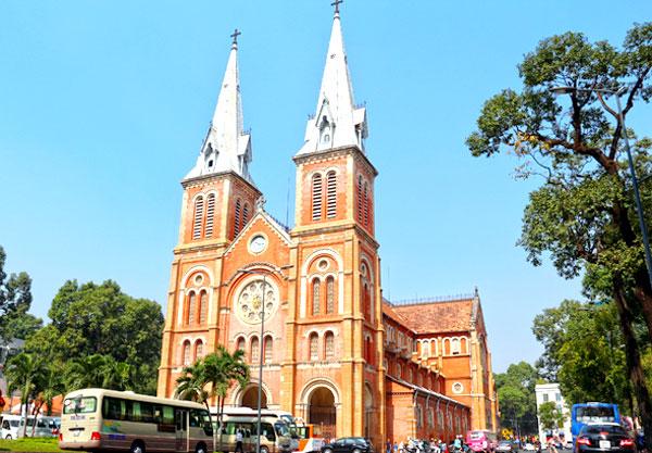 Nhà thờ Đức Bà tại trung tâm Thành phố
