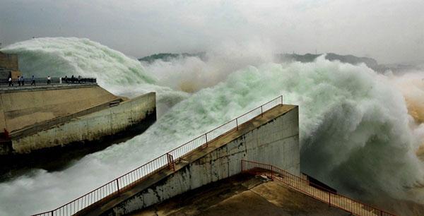 Cảnh xả nước trên sông Hoàng Hà