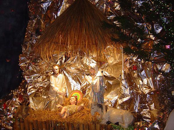 Hang đá mùa Giáng Sinh
