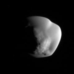 Atlas - Ảnh chụp bởi Cassini vào ngày 12 tháng 6 năm 2007 (nguồn Wikipedia tiếng Anh)