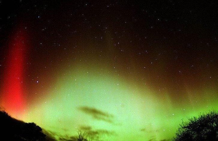 Bắc cực quang rực rỡ kì lạ do bão mặt trời gây ra. (Nguồn ảnh: NASA).