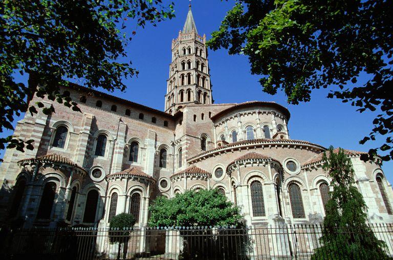 Nhà thờ Thánh Sernin ở Toulouse, Pháp theo kiến trúc Romanesque