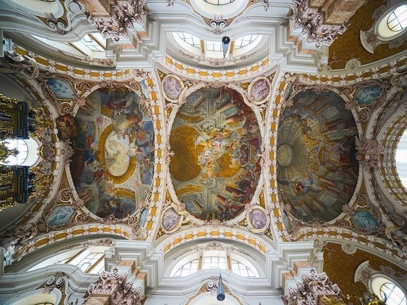 Kiến trúc Baroque với hình oval là chi tiết thiết kế đặc trưng
