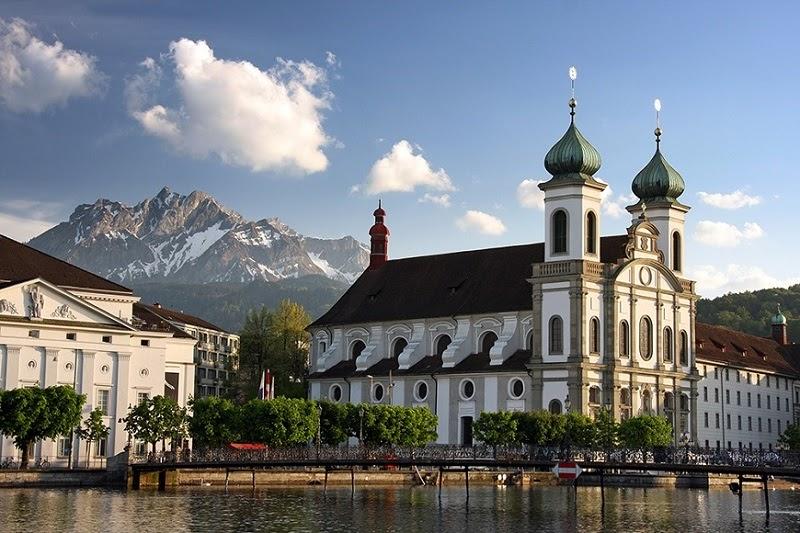 Hình ảnh nhà thời Lucerne ở Thụy Sỹ magn phong cách Baroque